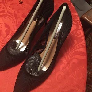 TahariSize 8.5 Black lace heels